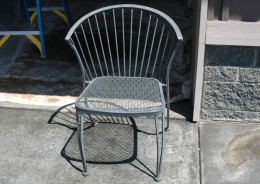 Pick furniture to spraypaint