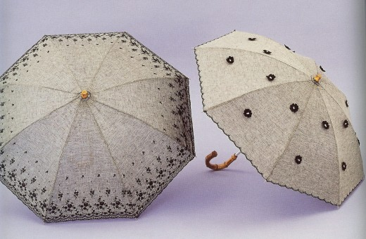 So cute vintage summer umbrellas.