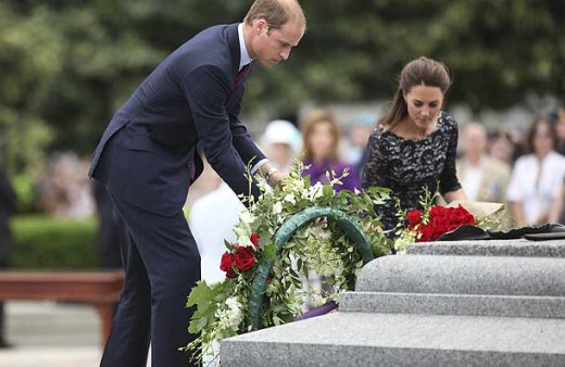 The Duke and Duchess lay flowers at the Tomb of the Unknown Soldier at the National War Memorial in Confederation Square