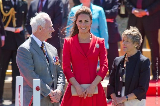 The Duchess converses with the Governor General of Canada and his wife at the official departure ceremony at Calgary Rotary Challenger Park