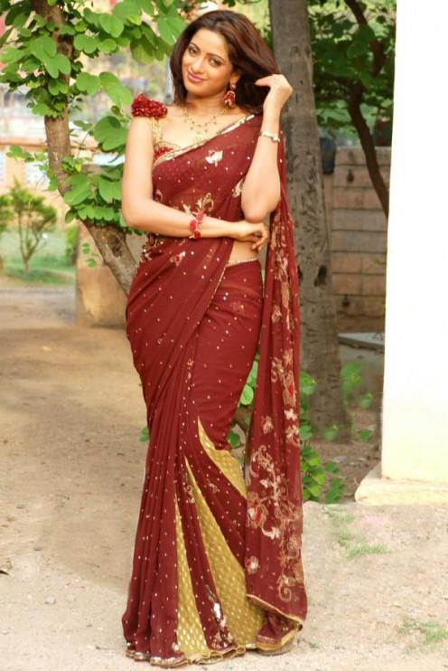 Udayabanu, Telugu, TV, Anchor, hot, sexy, saree, cleavage