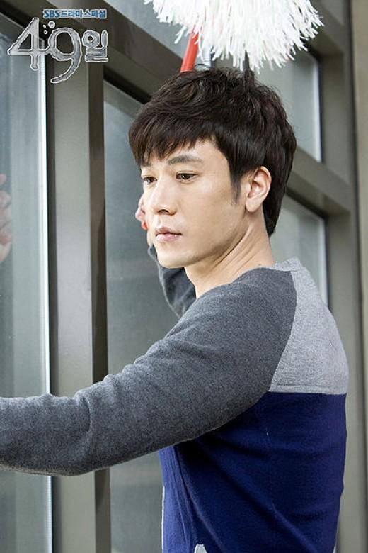 Jo Hyun-Jae as Han Kang