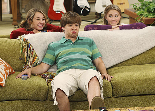 Jason Earle's baby face, short stature and teenage clothes made him appear years younger on 'Hannah Montana'.