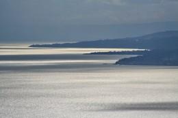 """Bild """"Silberne-Wasseroberflaeche-Meer"""" von bilder.n3po.com"""