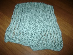 Knitted scarf in bamboo-blend yarn