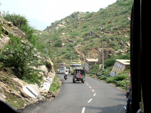 Road to Puskar from Ajmer, through the Nag Parvat (Snake Hills) : another view
