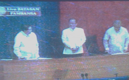 Senate Chair Juan Ponce Enrile and House speaker Sonny Belmonte with President P-noy (Photo by Travel Man)