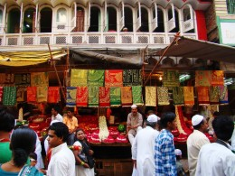 Shops offering CHADAR-s to the devotees to buy