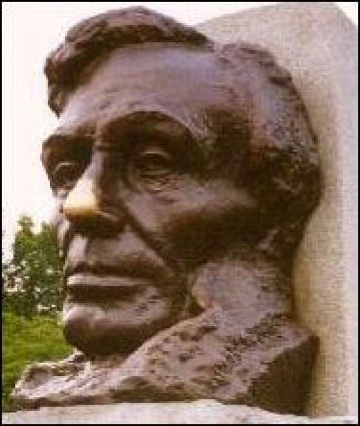 Designed by sculptor Larkin G. Mead, the tomb features famous Lincoln statuary. It's worth a visit just to see the sculpture, both inside and out. Visitors often stop to rub the nose of this evocative bronze bust at the entrance.