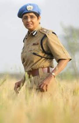 Honest Police Lady of India.Mrs.Kiran Bidi she was Chief of THIHAR JAIL and the DELHI POLICE arrested her in the morning saying she was a threat to country and released her in the evening saying she was FREE TO GO.