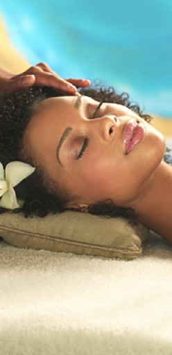Relaxe with a soothing elegant facial treatment.