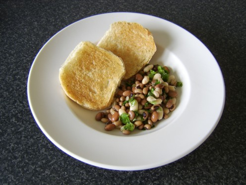 Mediterranean three bean salad with toasted bread roll