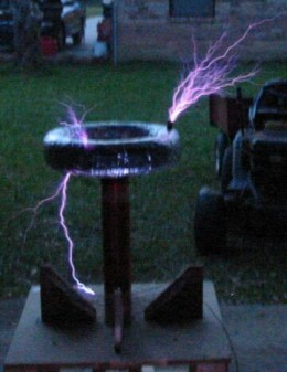 A later model Tesla coil in operation