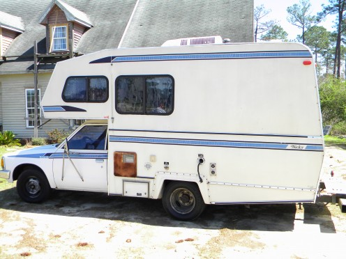 Older Motorhome with Fiberglass exterior. Use a Fiberglass reconditioning kit to clean, restore shine, and protect the finish.