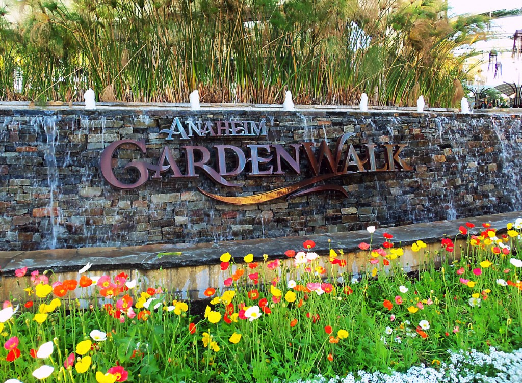 Anaheim Gardenwalk Anaheim Ca The Shops Restaurants Directions Review Photos Hubpages