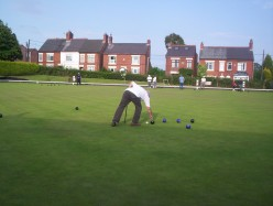Lawn bowls - touchers, ditchers and measures