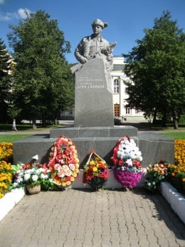 Statute of Leonya Golikov, a famous World War II teenage resistance fighter from Veliky Novgorod who was killed by Nazis during the war.  Monument is in a park located behind the Novgorod Oblast Administration Building.