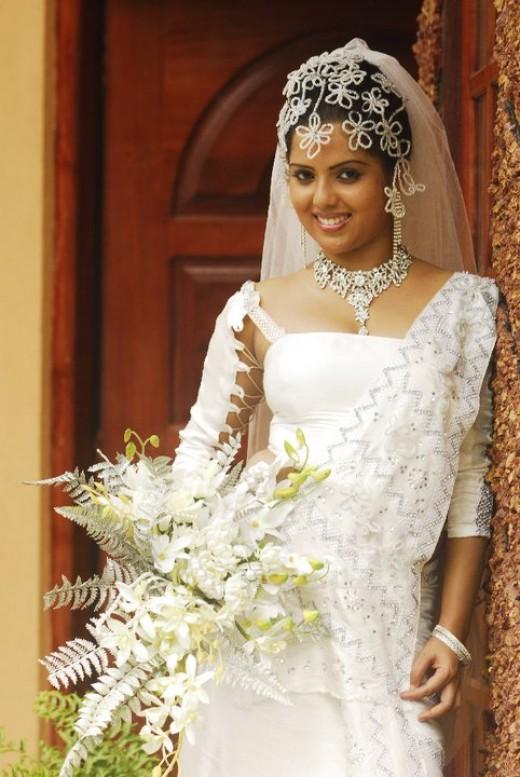 Sinhala wedding dress photos sri lankan wedding photo for Sri lankan wedding dress