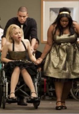 Screencap of Quinn going into labor.