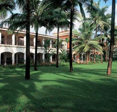 Landscaped gardens of Taj Exotica Beach Resort
