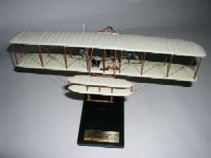 "Daron Worldwide Trading ESAG024 Wright Flyer ""KITTY HAWK"" 1/32 AIRCRAFT"