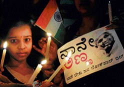 Many Bangaloreans converged at the Freedom Park on Sunday, making it virtually a picnic spot, while supporting Anna Hazares campaign for the Jan Lokpal bill.