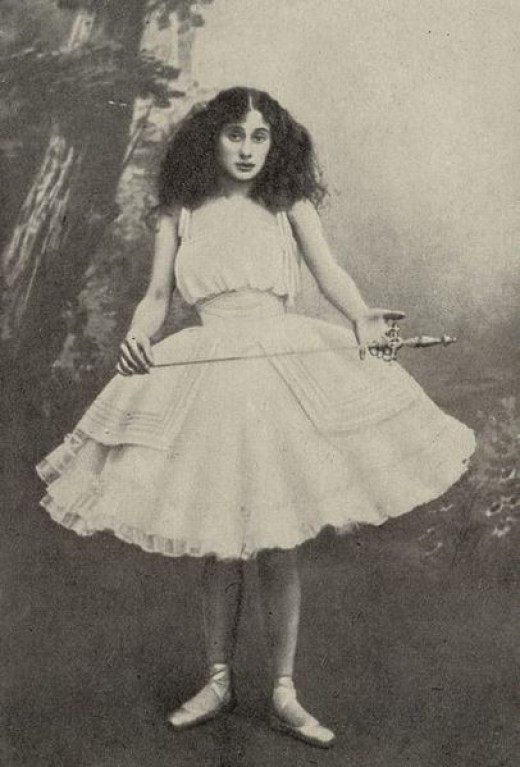 Photo of Anna Pavlova 1881-1931 - Prima ballerina of the St. Petersburg Imperial Theatres - in the title role of the ballet Giselle