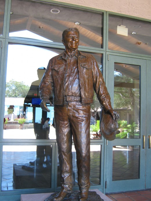 Bronze statue at the entrance to the Reagan Library.