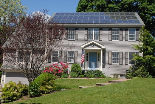 A solar panel-equipped house in Boston.  Image courtesy Gary Watson & Wikimedia Commons.