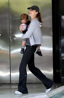 Can you believe Gisele Bundchen just had a baby? She looks fit in a pair of Lululemon pants.