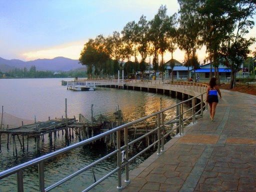 Beautiful walkway at Khao Tao Reservoir