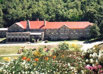 One option of lodging at Mountain Lake