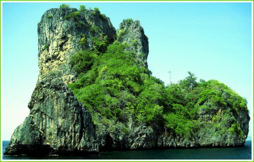 Bida Nok, which known as one of famous spots for diving in Andaman Sea Area.