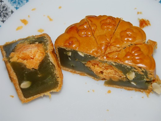 A delicious mooncake with pandan lotus seed filling and a single salted duck egg yolk. Nutritional values per 100g cake: calories - 408 k cal; fat - 15.2g; carbohydrate - 59.1g; and protein - 7.3g