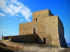 This is the castle of Monteserico that the Norman used to dominate in this part of italy.
