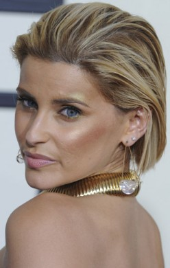 Nelly Furtado is the last person in the world who should go blonde... *shudder* Her hair is unnaturally skunky; she looks like a badger, for heaven's sake!