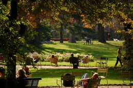 People relaxing in the Jardin du Luxembourg