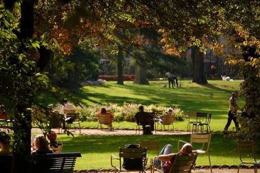 People relaxing in the Jardin du Luxembourg