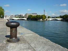View over the Seine to le-Saint-Louis and the Pont Sully