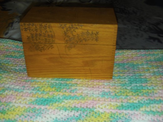 I finished drawing the little leaves on the tree.  Now the outline drawing is ready to wood burn on the box.