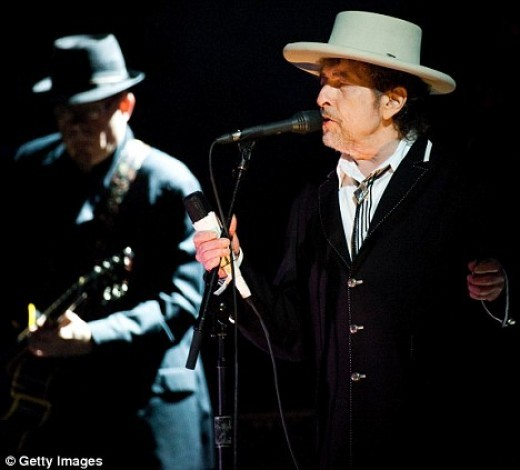 Bob Dylan performs som eof his greatest hit at a concert in London this year