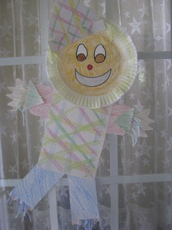 Paper plate scarecrow made with recycled paper scraps: great for teaching shapes, colors and recycling in elementary grades (If you are going to 'pin' this photo, please include the link to this page. Thanks!)