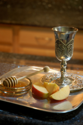 Jewish New Year display of honey, apples & a goblet of wine. Image:  iStockphoto.com/Voodeux