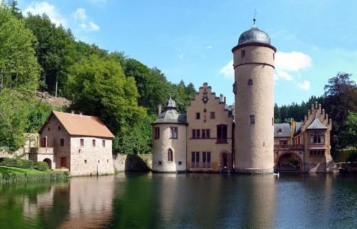 Wasserschloss Mespelbrunn / Mespelbrunn Castle and moat.