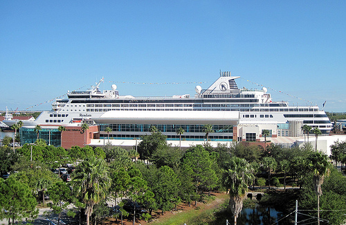 Holland America Line's cruise ship Ryndam, Port of Tampa, photo by roger4336, CC BY-SA 2.0, via flickr http://www.flickr.com/photos/24736216@N07/5243089640/