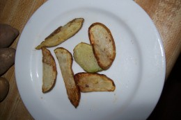"From ""Eating gluten free is easy: my favorite gluten free recipes."" This is the title of a recipe book I have been working on. It is great that I have the opportunity to test some of the recipes here. This one is: simply delicious fried potatoes!"