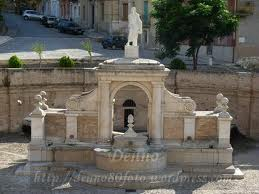 This is an ancient fountain that supplied the town of Genzano in the very old days, it has been rebuilt like this hundreds of years ago. What is shown here is only part of the complex, at the top of the fountain is the statue of the goddess of plenty