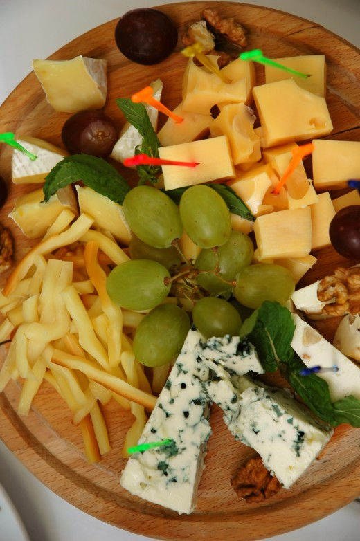 Fruit and cheese platters make nice Thanksgiving appetizers.