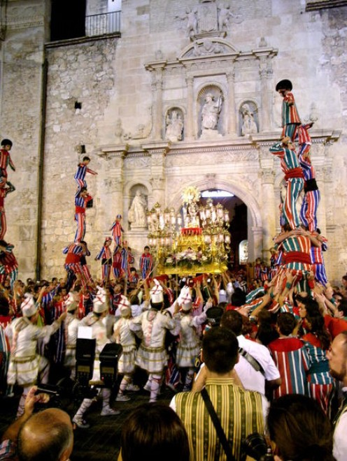 Algemesí's Virgin of Salut procession finale, complete with muixerangues, tornejants, policemen & photographers