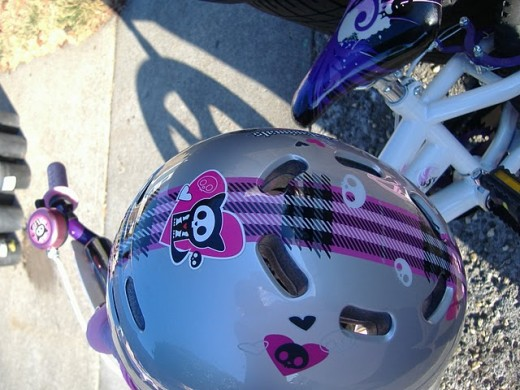 Girsl bike helmet posted on Craigslist.